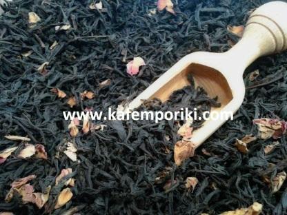 μαύρο τσάι με ροδοπέταλα και κομματάκια ροδάκινο